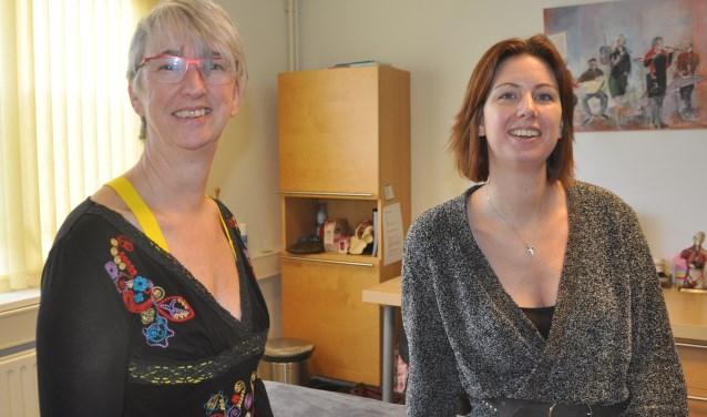 Fysiotherapeuten Henriette Timmermans en Irene Lock.