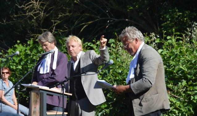 Aart van den Brink en Lodewijk en Nico Dros voeren hun hagepreek weer op.