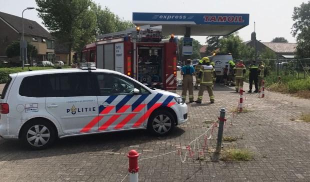 De hulpdiensten zijn bij het benzinestation aan de Waalderstraat.
