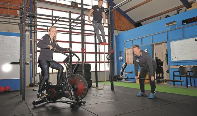Sacha, Martijn en Maarten in de sportschool aan de Abbewaal.