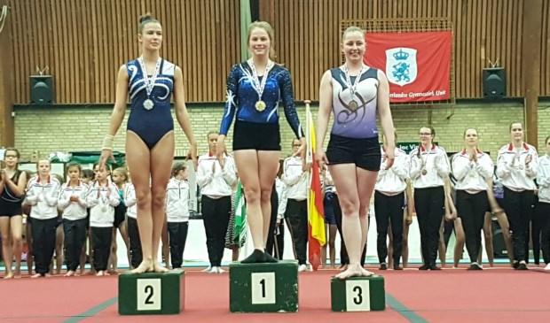 Babs de Haan, kampioen op de districtswedstrijd turnen in Amersfoort.