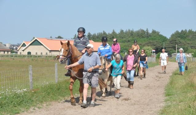Het wekelijkse paardrijden op woensdagmiddag.