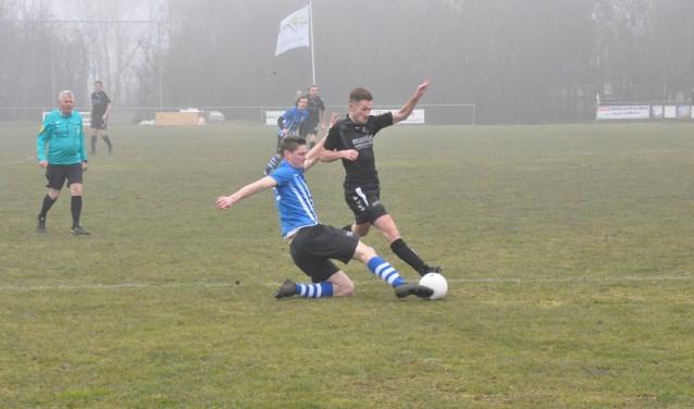 Een eerdere derby tussen ZDH en De Koog.