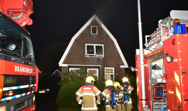 De brandweer is ter plekke aan de Schilderweg.