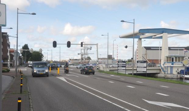De kruising van de Binnenhaven en de Ruyghweg bij de Van Kinsbergenbrug in Den Helder.
