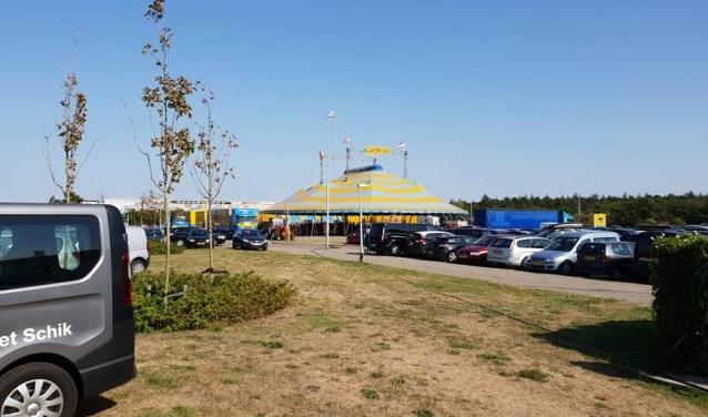 Parkeren aan de Nikadel was lastig toen het circus er stond.