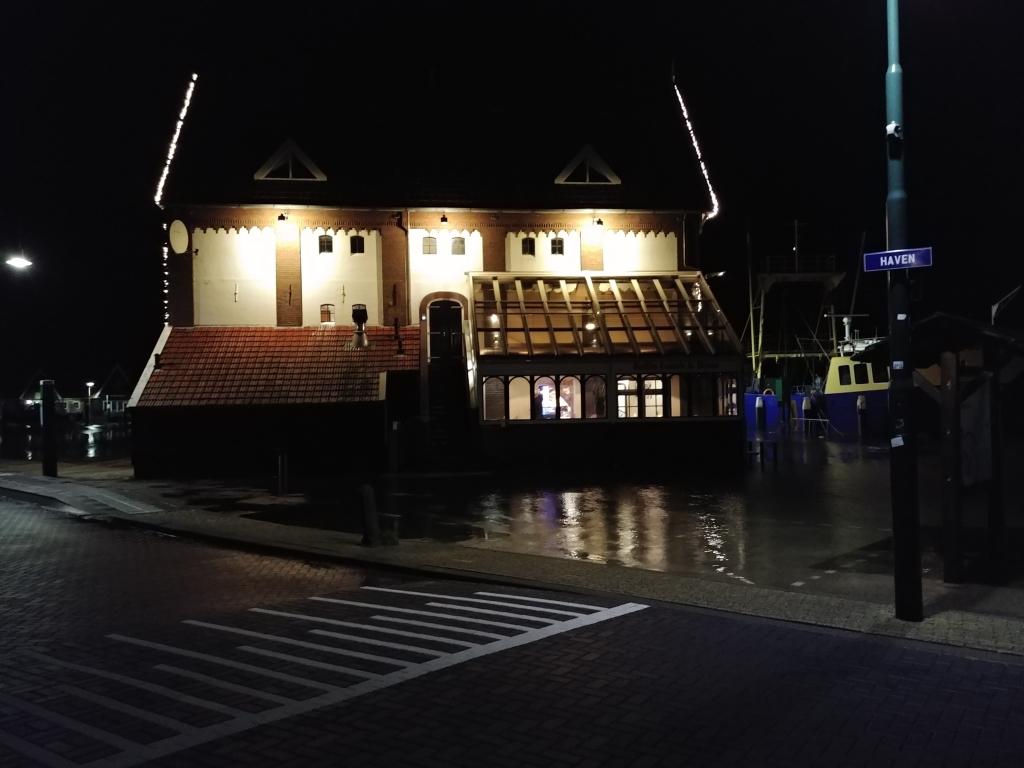 Restaurant in het water. Hoe bijzonder is dat Elles van Helden © Mediabureau Langeveld & De Rooy