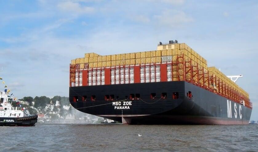 De Zoë die ten noorden van Borkum circa dertig containers verloor.