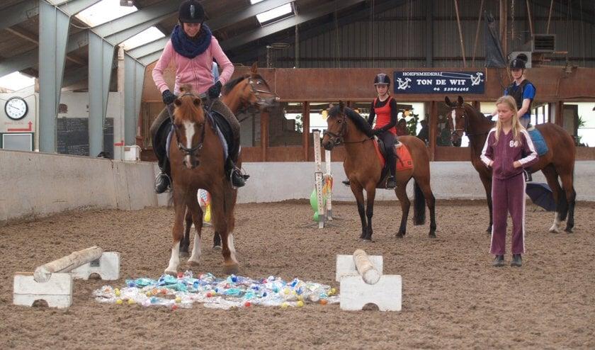 De kinderen en hun pony's kregen een afwisselend programma voorgeschoteld.