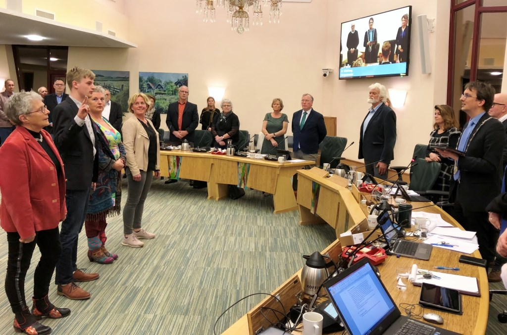 Installatie van de nieuwe commissieleden in de raadzaal.