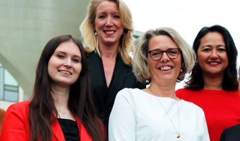 Renate Smit (links) met de twee andere genomineerden voor de titel.