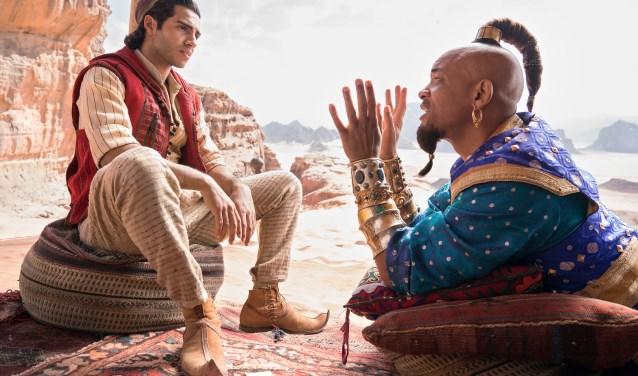 Mena Massoud speelt Aladdin en Will Smith de geest.