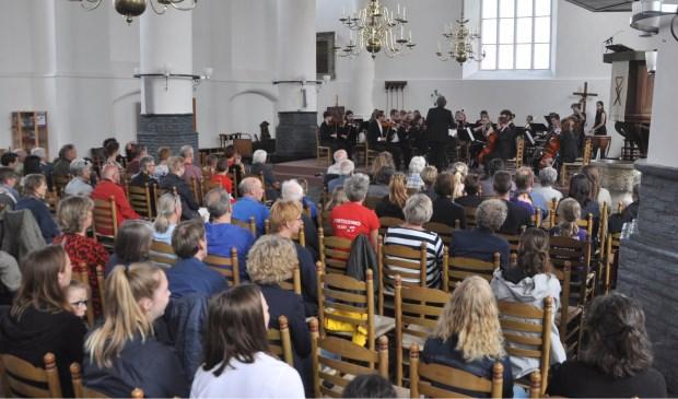 Het Amsterdams Studenten Orkest in de Burghtkerk in Den Burg.