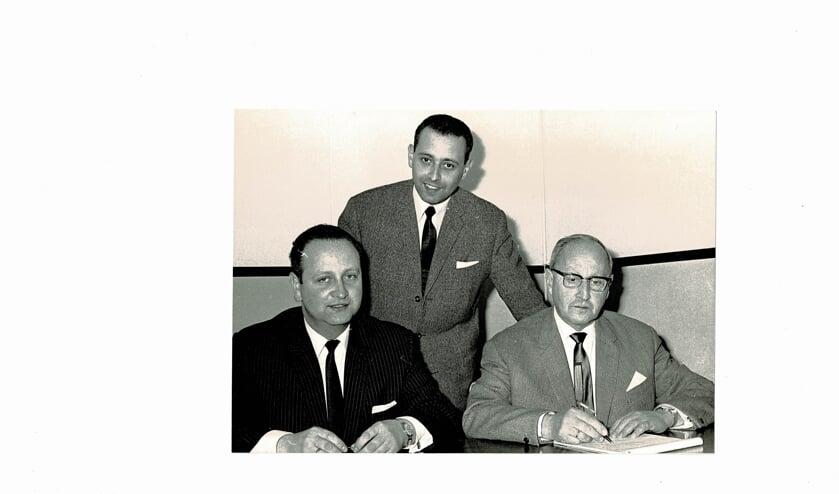 Hans, Philip en Elias Vlessing bij hun vertrek van Texel in 1966.