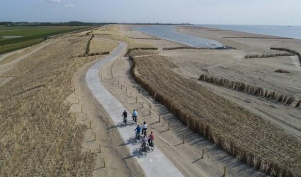 Het nieuwe fietspad bij de PH-zanddijk, gezien in de richting van Oudeschild.