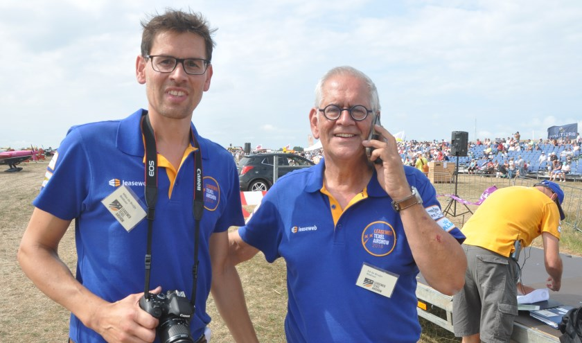 Ed de Bruijn met zoon Mike tijdens de laatste airshow op Texel.