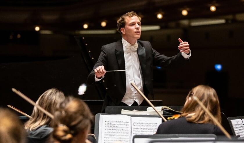Dirigent Pim Cuijpers.