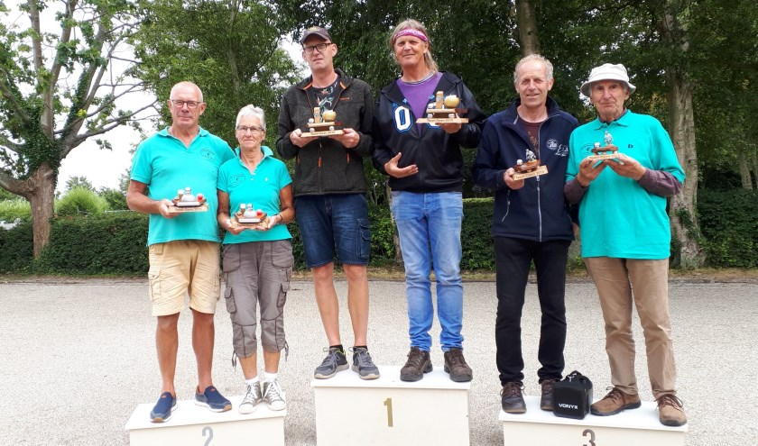 Winnaars v.l.n.r. Rob Blok, Alie Schouten, Ben van Assema, Herman Soppe, Louis van der Vis, Harry Hendriks.
