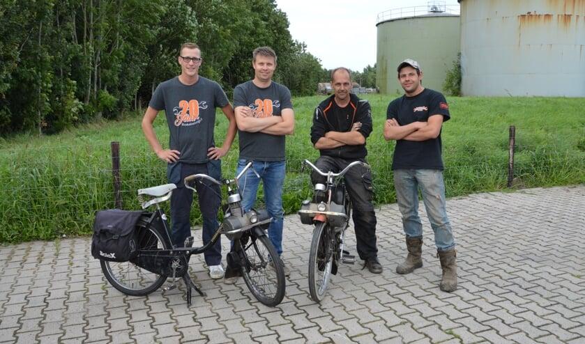 Jan-Jelle van der Vis, Michel Heidbuurt, monteur John van der Zwaag en Giel Koorn.