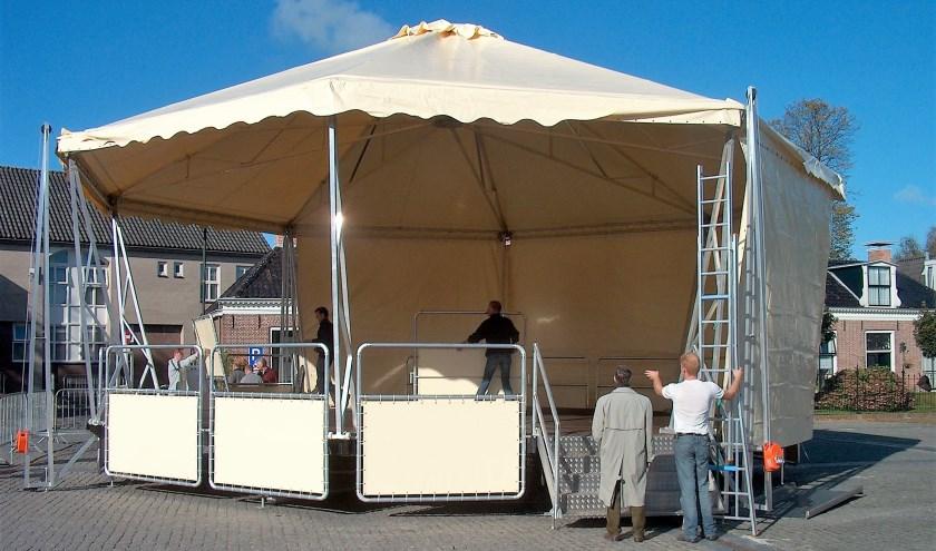 De podiumtent, zoals die er in 2007 uit zag. Hij was toen nog nieuw.
