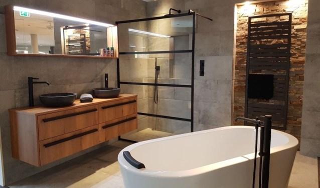 """Badkamers in industrielook zijn helemaal hip. """"Gemakkelijk schoon te houden en energievriendelijk."""""""