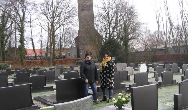 Anita van Mispelaar en Alie Meijer organiseren met twee anderen de bijeenkomsten van de rouwgroep.