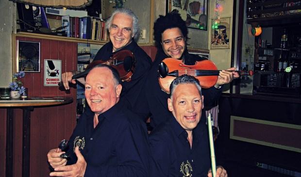 De bandleden van Joint String Friends zijn verenigd door de meerdere snaarinstrumenten die ze bespelen.