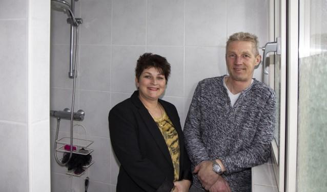 Gea en Gerrie Hoeksma zijn blij dat hun nieuwe badkamer kalkvrij blijft dankzij de waterontharder van Mezutec.