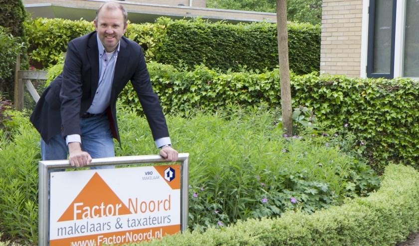 Otto Minnema van Factornoord Makelaars & Taxateurs in Hurdegaryp waarschuwt bij de aan- en verkoop van huizen te letten op de kosten van asbestdaken.
