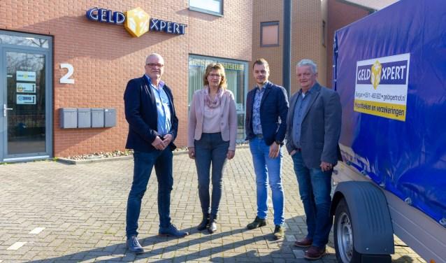 Het team van GeldXpert Noordoost Friesland: Heine Kooistra, Alie Braaksma, Freddie Kooistra en Jappie Braaksma. Op de foto ontbreekt freelancer Wendy Keizer-Wijma.
