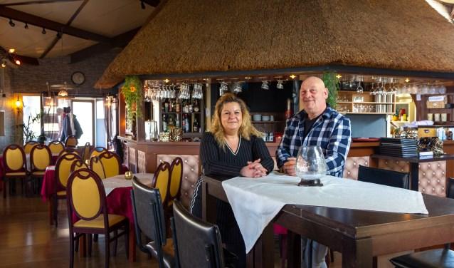 Heidie Hoekstra-Kruithof en Douwe Hoekstra runnen samen MSK Friesia; het restaurant en de rondvaarten.