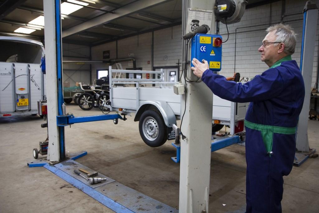In de BOVAG-gecertificeerde werkplaats van Bosgra worden aanhangers, paardentrailers en menwagens onderhouden.  Foto: Actief Media © Actief Media