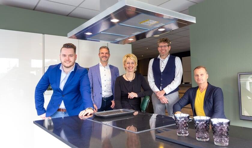 Bento Sicco van der Wal, Wilko Kronemeijer, Jeannette Postmus, Erik Koudenburg en Johan Bosker ontvangen u bij Trendkeukens op de Stationsweg in Drachten.