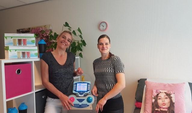 Caroline van der Meulen en Berber Könning in de studio in Sneek, één van de vijf vestigingen in Friesland.
