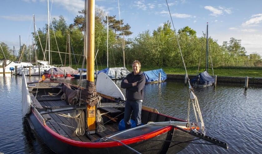 Henk Regts werd met zijn praam de Swarte Swan (thuishaven De Veenhoop) eerste in de competitie Fryske Boerepreamsilen 2018. Aanstaande zaterdag doet de Nij Beetster mee aan de proloog op de Burgumer Mar.