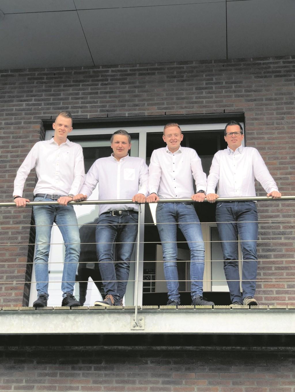 De adviseurs van Cre8Kitchen en Badkamerwarenhuis. V.l.n.r.: Wietse Kuipers, Albert Veenstra, Koen Kuipers en Remco van der Iest.  © Actief Media