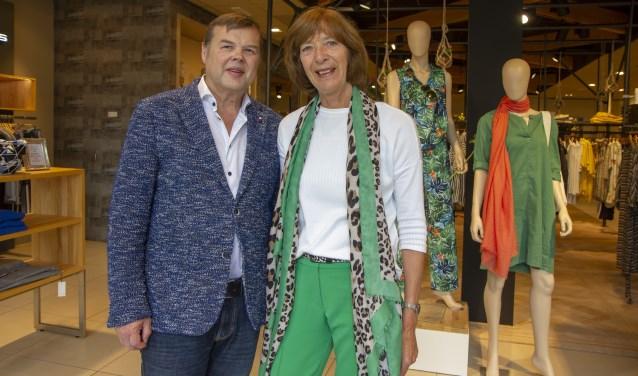 Douwe en Janny Blom - hier in de winkel Blom Mode - runnen met passie  elf modezaken, waaronder vier in Drachten.