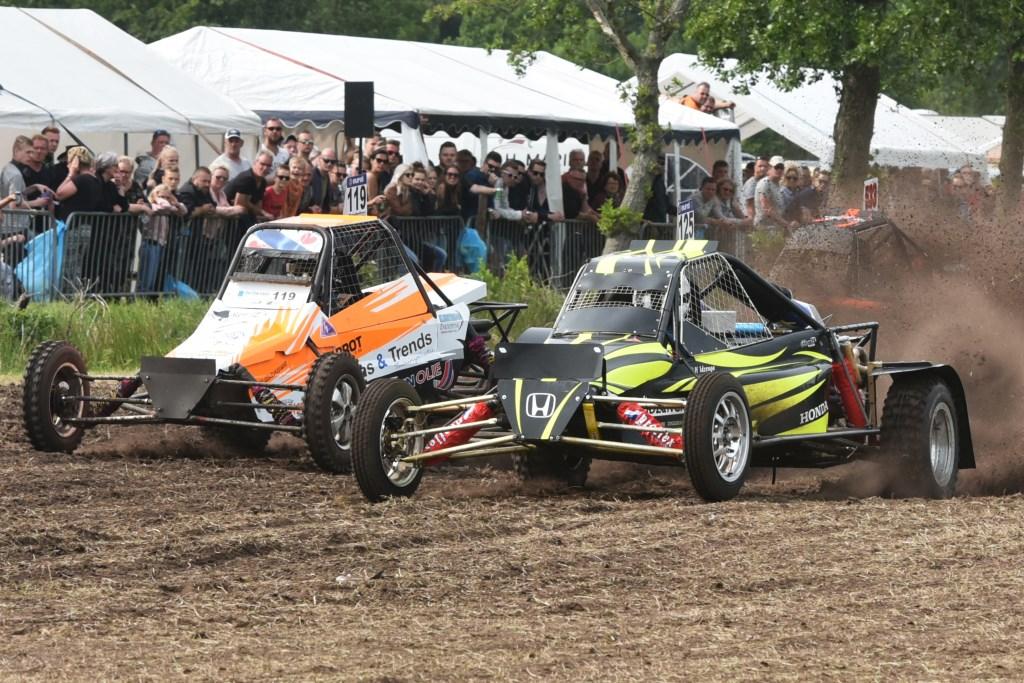 Winnaar in de Sprintersklasse werd  Haitze Idzenga (rechts). Tweede werd Arjen Kooistra. Achter hen Hendrik Jan Praamstra.  © Actief Media
