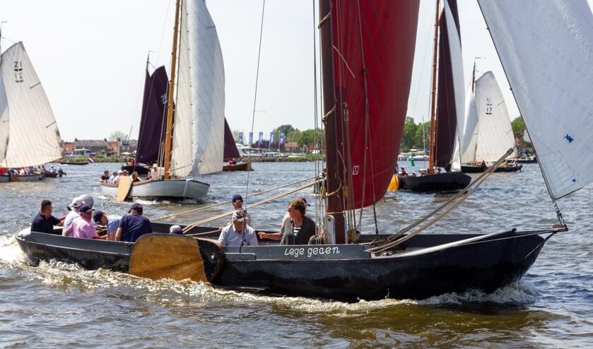 Het team van de Noord Nederlandse Draadindustrie op de praam Lege Geaen.