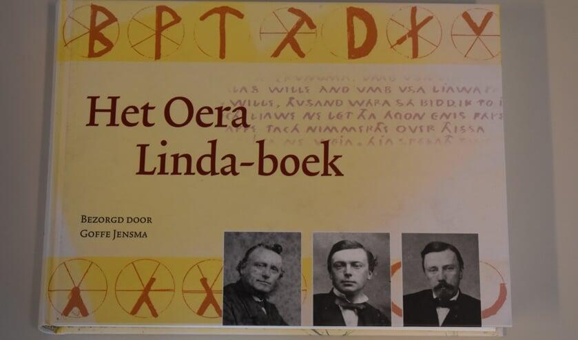 Omslag van Het Oera Linda-boek, verzorgd door dr. GoffeJensma.
