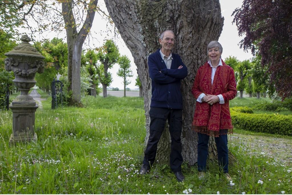 Het echtpaar Willem en Trudy van Riemsdijk-Zandee wil dat Harsta  State behouden blijft voor de toekomst. Foto: Actief Media © Actief Media