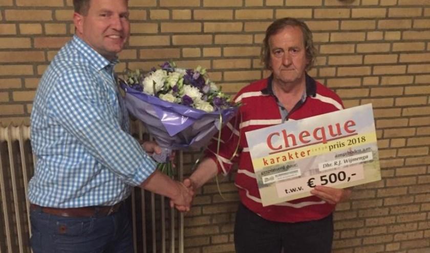 Taeke Offringa van Bouwbedrijf Swart en Romke Wijmenga zijn content met de Karakteristykpriis 2018.