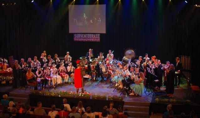 Een optreden van koperensemble de Wâldsang uit Buitenpost vorig jaar tijdens Surventobrass. Scan de foto voor een promotiefilmpje van Surventobrass 2019.