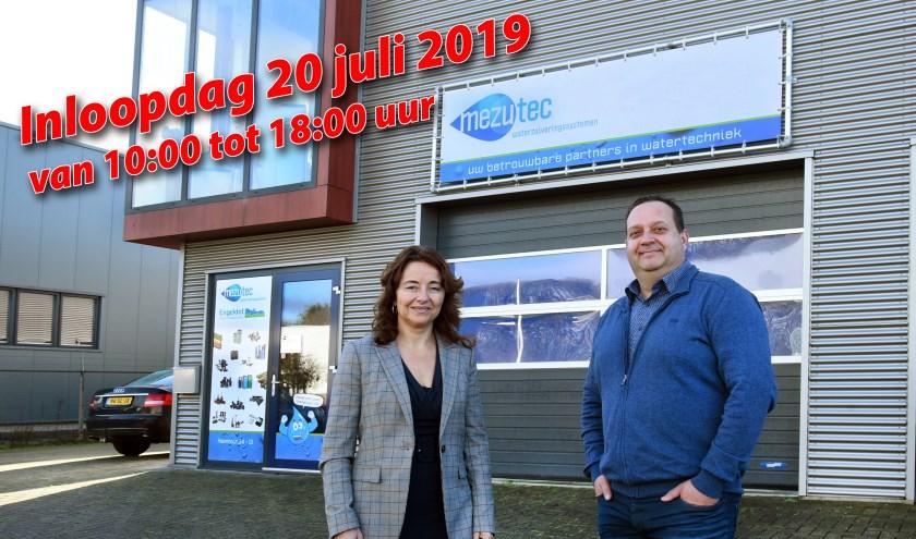 Annamarie van der Bij en Jelle Booi heten iedereen welkom tijdens de inloopdag op 20 juli.