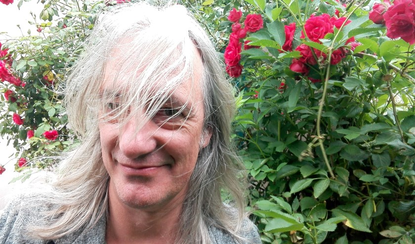 Gemeentedichter Mark Spijkers is de organisator van de Poëtische Pop-up Picknick.