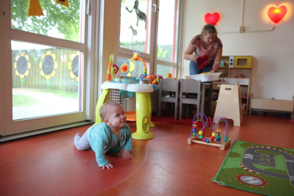 Binnen is er allerlei speelmateriaal beschikbaar dat de ontwikkeling stimuleert. Foto: Actief Media © Actief Media