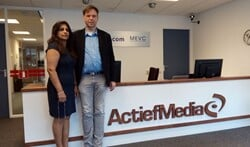 Directrice Shirley Bhagwat en directeur/eigenaar Jan Auke Steegstra in het pand van Actief Media in Burgum.