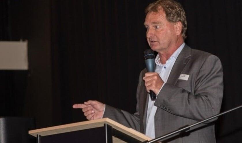 • Roy Keller van De Nederlandsche Nieuwsbladpers (NNP), een vereniging van de 45 lokale nieuwsmedia, ziet in het Utrechtste voorstel de doodsteek voor de sector.