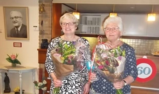 Jubilarissen KVG: Genie Janssen 25 jaar lid en Betsie Klomp 50 jaar lid.