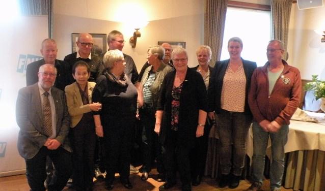 De jubilarissen en Marleen Pasman (2de van links).Foto: FNV de LIemers (H. Loos)